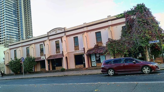 St. George's Terrace, Parramatta, built 1881, as it appears today. Photo courtesy of @alphapiano95 via Instagram. Photo used with permission.